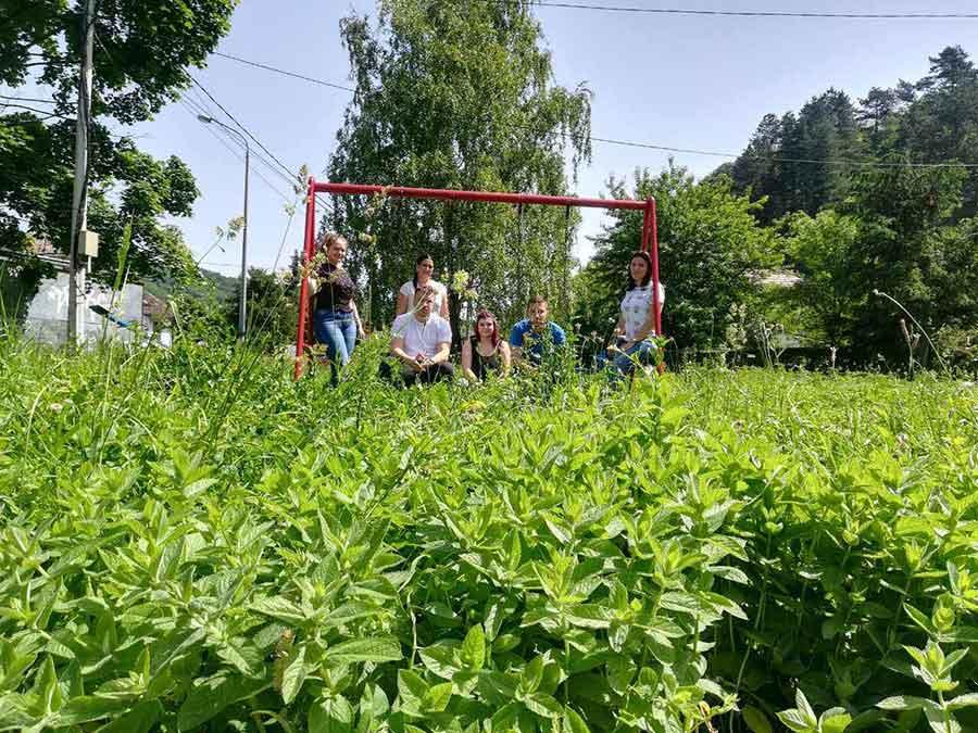 MLADI PDP UREĐUJU DJEČJA IGRALIŠTA Umjesto zelenih površina u gradu RASTU DEPONIJE (FOTO)