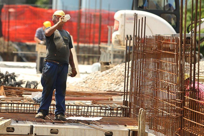 SELEKTIVNO PROVOĐENJE ZAKONA Gotovo 10 odsto zaposlenih u Srpskoj BEZ UPLAĆENIH DOPRINOSA