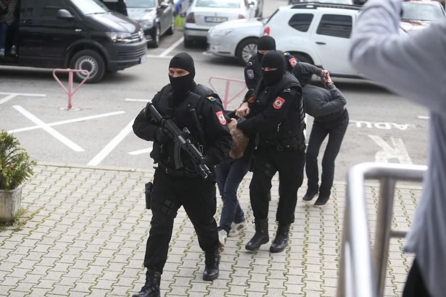 DROGU PRODAVALI I MALOLJETNICIMA Dilerima iz Banjaluke 10 i po godina robije
