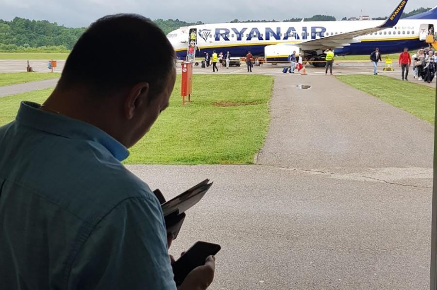 AVIONI NI NA NEBU NI NA ZEMLJI Nastavak letova će zavisiti od interesa putnika
