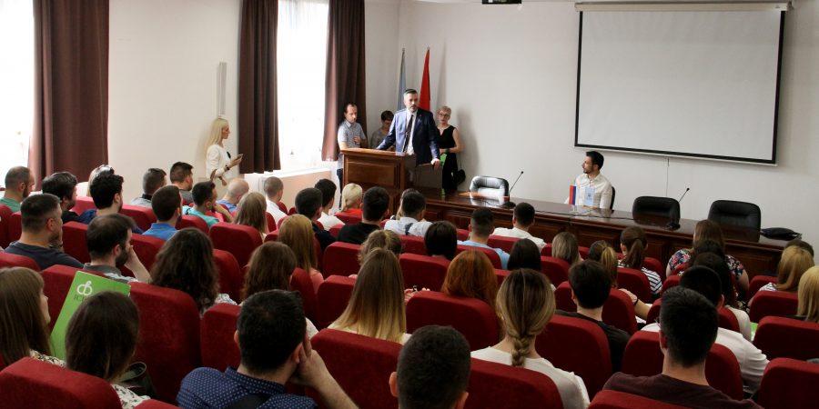 """Mladi uče da postanu INFORMATIČARI: Počela prva """"IT PREKVALIFIKACIJA"""" za nezaposlene u Srpskoj"""