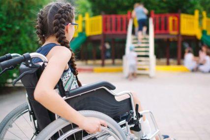 SUROVI PROPISI Djeca paraplegičari u dijelovima BiH pravo na invalidska kolica imaju tek od 7. godine