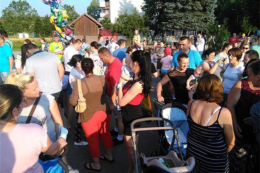 """POBJEDNIK JOVAN GOLUB Održana """"Konferencija beba"""" u Istočnom Novom Sarajevu, učestvovalo 61 dijete"""