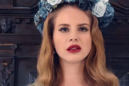 """""""NEŠTO TU NE ŠTIMA"""" Pjevačicu obožavateljka prozvala da je GLASALA ZA TRAMPA, ona joj ŽESTOKO ODBRUSILA"""