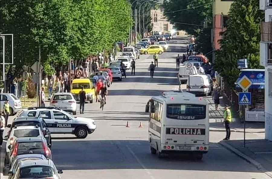 DRAMA SA MIGRANTIMA NE JENJAVA Blizu 600 osoba premješteno, policija ČEŠLJA privatne objekte