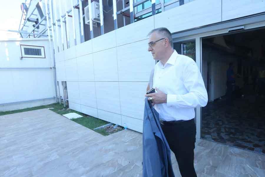 "SDS TESLIĆ TVRDI ""Aktivista SNSD nasrnuo na načelnika Miličevića i njegovu porodicu"""