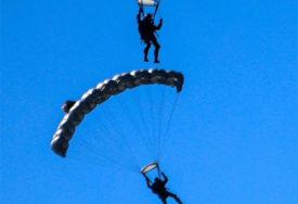 NESREĆA NA KRIMU Utopila se dva padobranca prilikom slijetanja u vodu