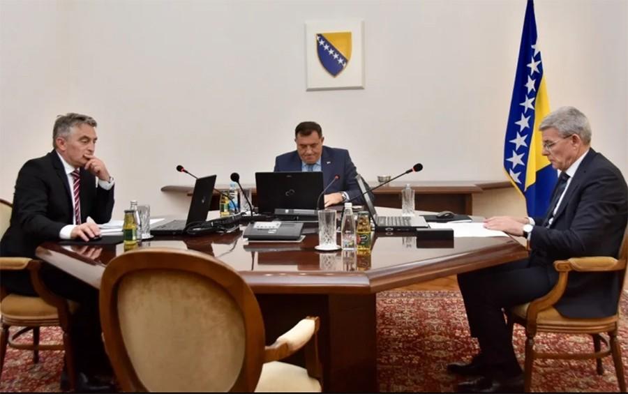 MIGRANTI BLOKIRALI PREDSJEDNIŠTVO I zakonodavna i izvršna vlast BiH upale u ĆORSOKAK