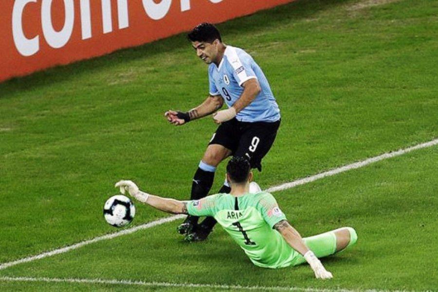 LUDILO Suarez tražio penal jer je golman branio rukom (VIDEO)