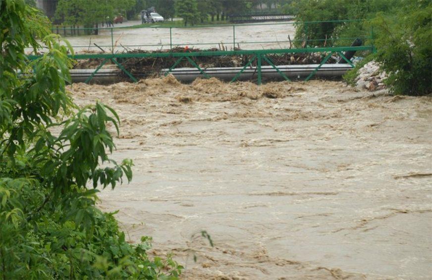 KIŠA DONIJELA NEVOLJE Poplave za četiri dana ojadile najmanje 220 porodica