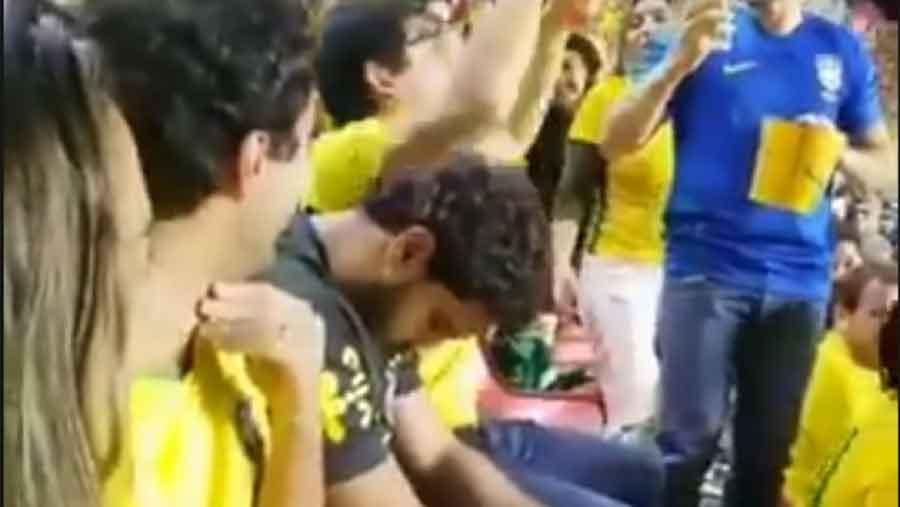 NJEMU NIJE BILO ZANIMLJIVO Dok su svi oko njega slavili, navijač Brazila je SPAVAO (VIDEO)
