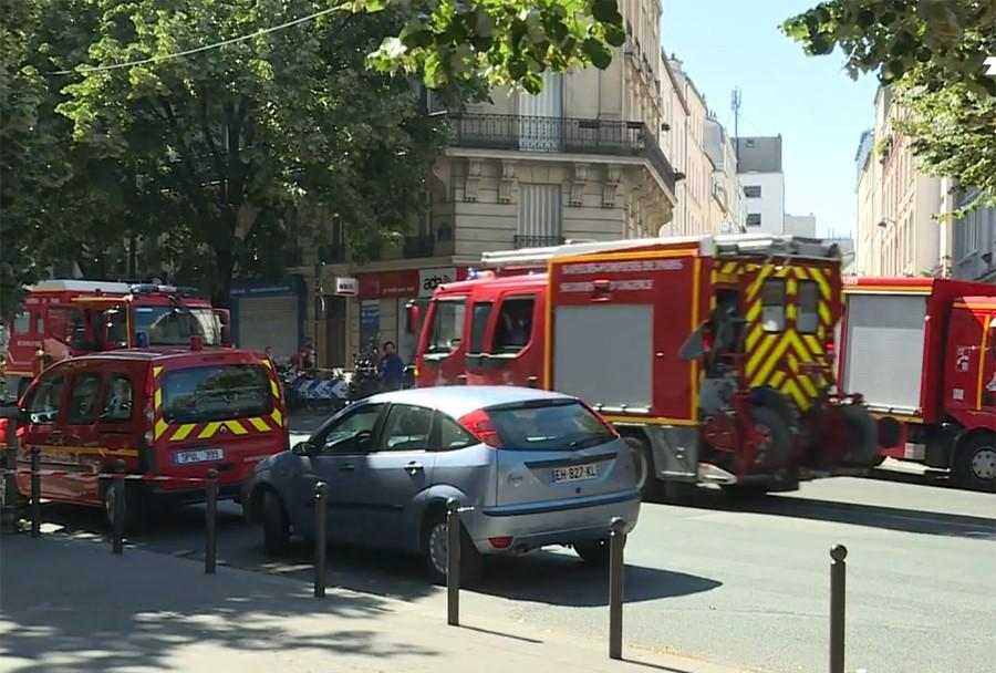 SKOČILA SA PROZORA DA POBJEGNE OD VATRE Najmanje tri osobe poginule u požaru u Parizu (FOTO, VIDEO)