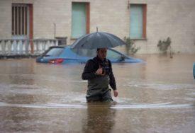 NEPOGODE ODNOSE ŽIVOTE U stravičnim poplavama poginulo sedam osoba