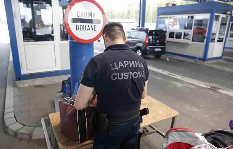 Carinici moraju svuda da ZAVLAČE RUKE: Makedonka krila novac u DONJEM VEŠU, Turčin u čarapama