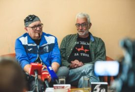 PUNA ANEGDOTA I DOBRE MUZIKE Nenad Marjanović dr Fric promovisao autobiografiju na OK Festu