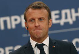 NAPAD DEMONSTRANATA Francuski predsjednik Makron evakuisan iz pozorišta