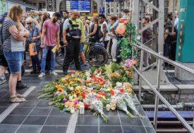Detalji o čovjeku koji je GURNUO POD VOZ majku i dijete u Frankfurtu