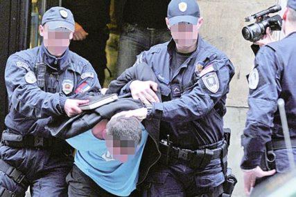 ŠUTIRALI GA I UDARALI PESNICAMA Uhapšena dva mladića zbog PREBIJANJA SUGRAĐANINA