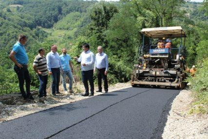 Novi asfalt u Brijestu kod Lopara