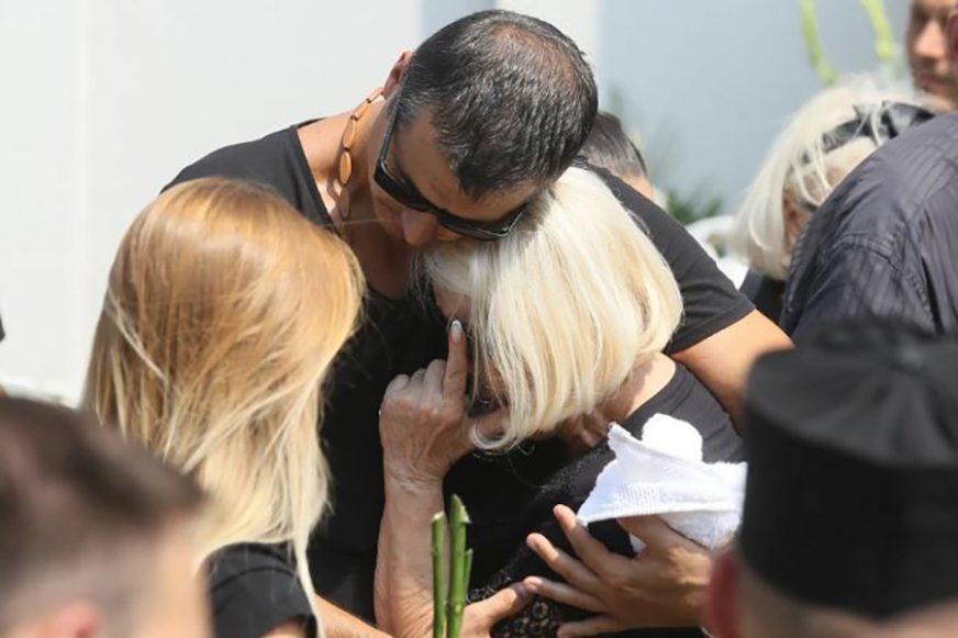 TUGA U DOMU POZNATOG PJEVAČA Preminula majka Marka Bulata