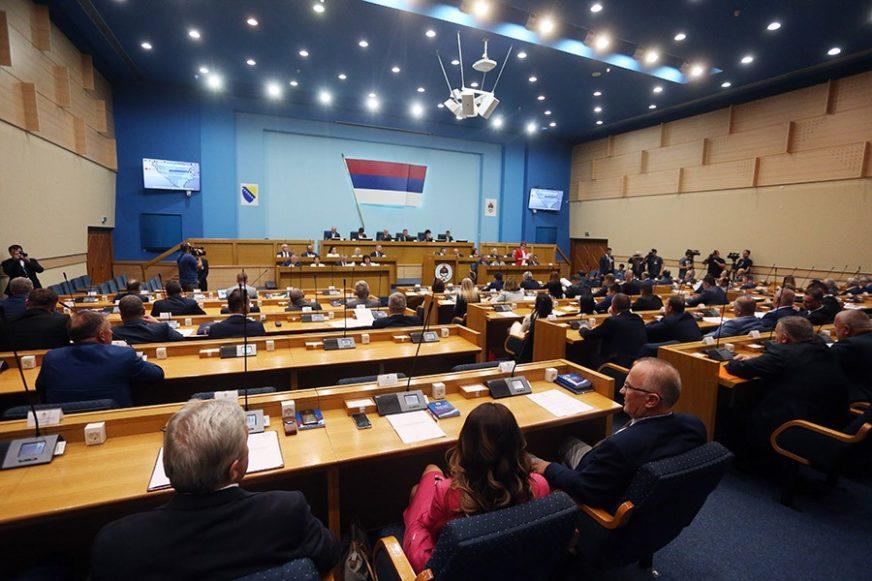 POSEBNA SJEDNICA ČEKA DOGOVOR DODIKA I PAVIĆA Narodna skupština će deklaracijom odgovoriti SDA