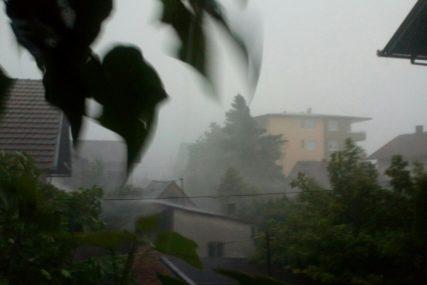 NEVRIJEME U HRVATSKOJ Bujice na ulicama, a temperatura se za pola sata SPUSTILA ZA 14 STEPENI (VIDEO)