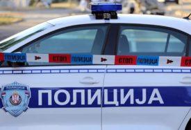 Radnici prijetili mačetom: Mladići opljačkali kiosk, pa pobjegli autobusom