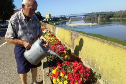 NAJSTARIJI CVJEĆAR U desetoj deceniji brine o ružama na savskoj obali