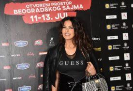 SELFI RANOM ZOROM Tanja Savić pokazala kako izgleda u šest ujutro nakon nastupa (FOTO)