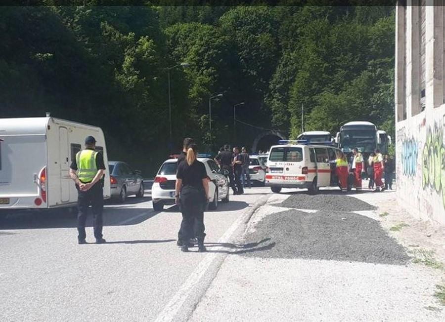 Sudar dva kamiona u tunelu Ivan, obustavljen saobraćaj