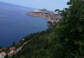 GUŽVE NA GRANICAMA NAJBOLJI POKAZATELJI Protekli vikend udarni za turizam u Hrvatskoj
