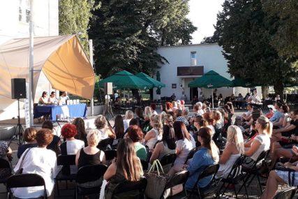 U Gradiški održano književno veče sa Jelenom Bačić Alimpić