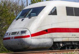 STALI VOZOVI U KANADI Štrajkuje oko 3.000 željezničara