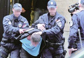 NAPAD U STANICI Nakon hapšenja dilera njegova majka vrijeđala pa ŠUTNULA NAČELNIKA POLICIJE
