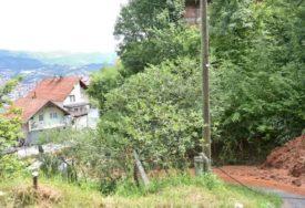 ČETIRI KUĆE NA UDARU U Sarajevu proradilo klizište, prizori sa terena ZASTRAŠUJUĆI (FOTO)