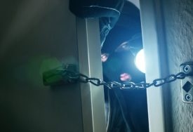 BANJALUČKA POLICIJA NA MUKAMA Lopovi u seriji pljački iz kuća odnijeli oružje, nakit i 30.000 KM