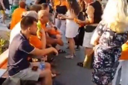 """""""DAVNO SMO OBILJEŽENI"""" Članovi grupe """"Pravda za Davida"""" ponovo u narandžastim majicama"""
