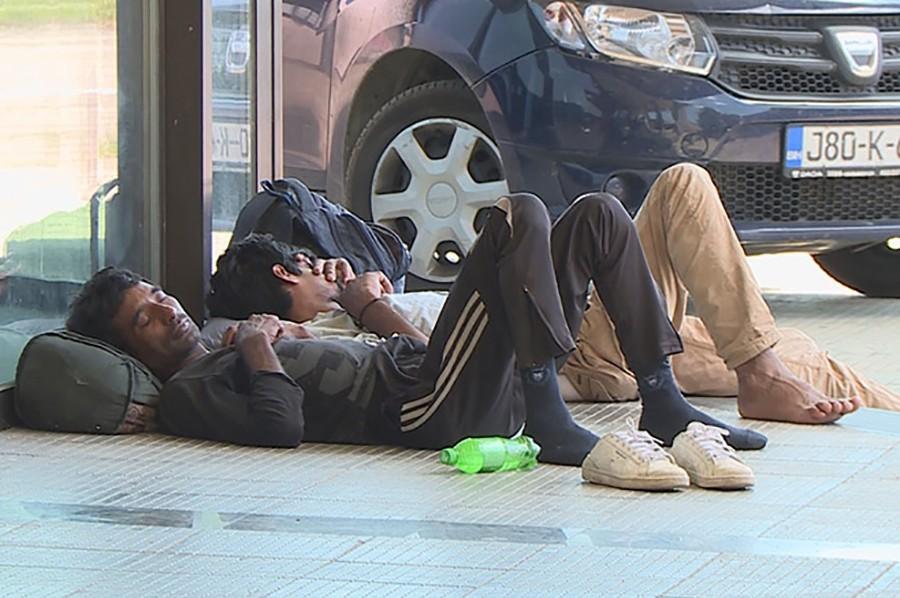 ŽELE U NJEMAČKU Grupa od 15 migranata na željezničkoj stanici u Banjaluci