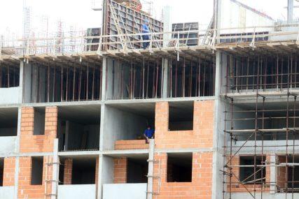 TRAGEDIJA U ZEMUNU Radnik pao sa skele na gradilištu i poginuo