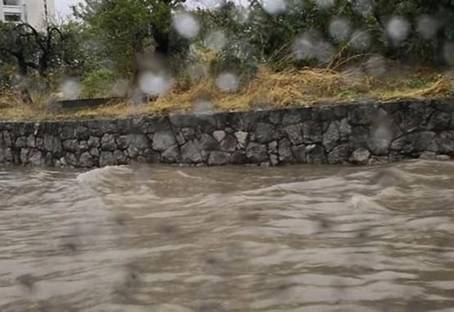 VELIKA POPLAVA U ĐAKOVICI Odron na auto-putu, najavljena evakuacija stanovništva