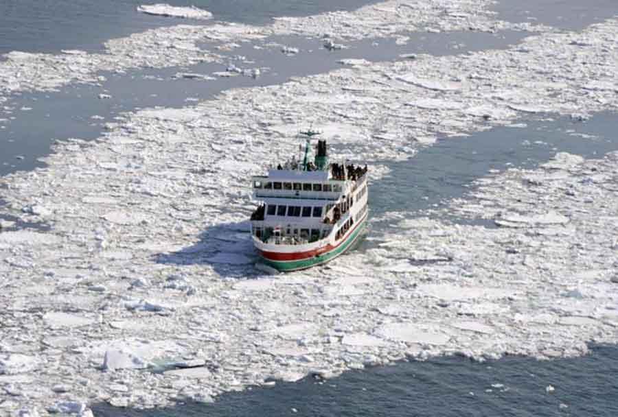 Na brodu IZBIO POŽAR, ljudi skakali u more: Ronioci pronašli 25 tijela, devet osoba NESTALO