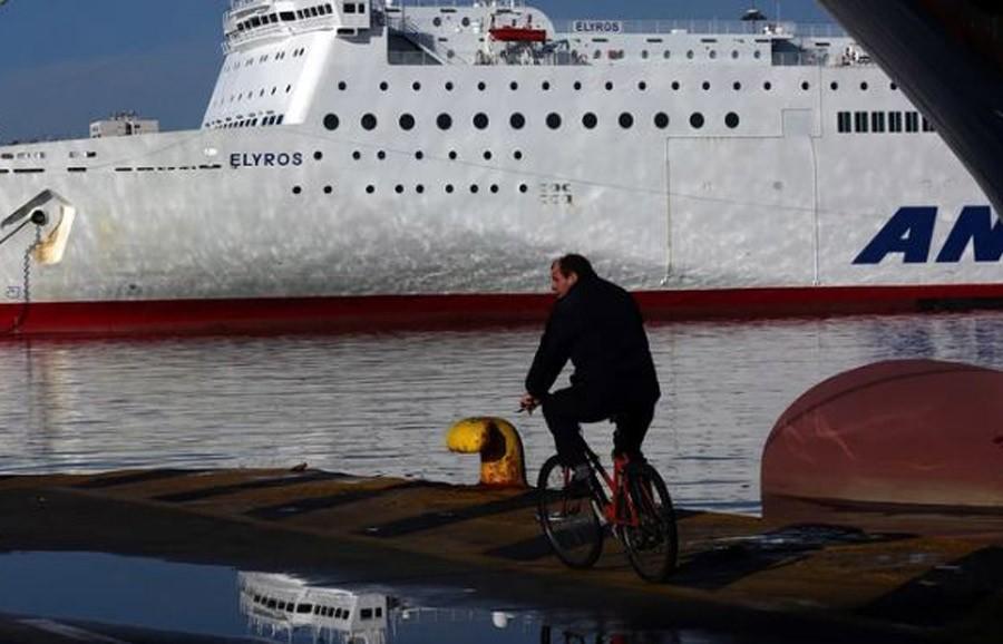 ZAROBLJENE HILJADE TURISTA Štrajk trajektnih radnika u Grčkoj