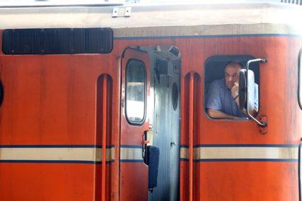 """""""Zaustavili smo se i čula se galama"""" Bizarna nesreća na relaciji Doboj-Banjaluka, putnica ISPALA IZ VOZA"""