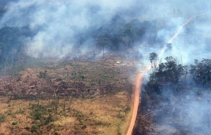 Najmnogoljudniji grad Brazila POTONUO U MRAK: Apokaliptične fotografije nakon požara u Amazonu