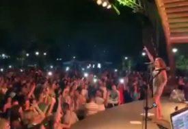 NEZABORAVNA NOĆ U BANJALUCI Prija svojim hitovima podigla publiku na noge (VIDEO)