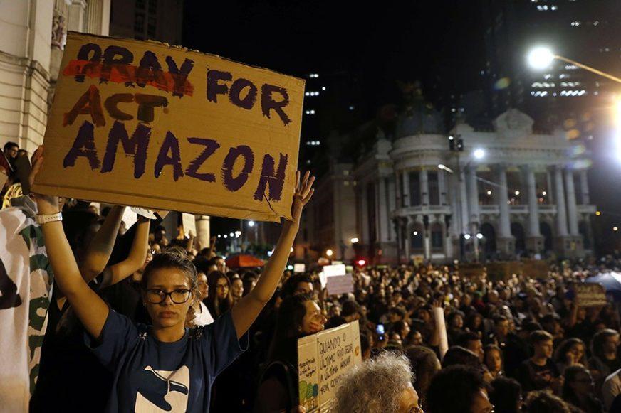 """""""TO JE KOLONIJALISTIČKI ČIN"""" Brazilski predsjednik ODBACIO POMOĆ G7 za borbu protiv požara"""