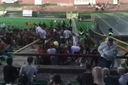 DRAMA NA TRIBINAMA Pozlilo navijaču Sarajeva, prevezen na nosilima u bolnicu