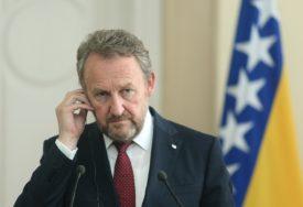 """IZETBEGOVIĆ O SINOĆNJOJ SJEDNICI """"Dodik agresivno i drsko pokušao da razgovara sa svjetskim diplomatama"""""""
