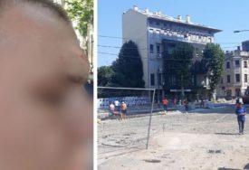 """""""ZALETIO SE NA MENE"""" Bagerista KAŠIKOM MAŠINE udario mladića jer je PRELAZIO ULICU"""