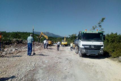 POČELA IZGRADNJA OBILAZNICE OKO TREBINJA Nešić obećao rekonstrukciju puta prema Ljubinju